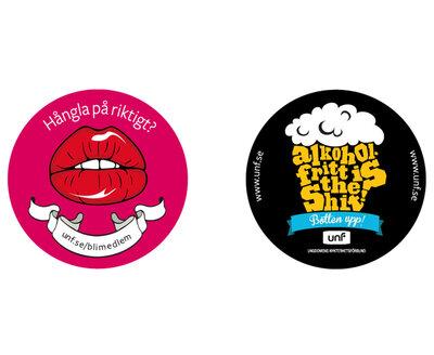 """Klistermärken: """"Hångla på riktigt"""" och """"Alkoholfritt is the shit"""""""